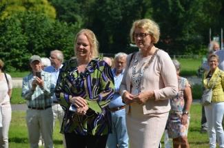 Burgemeester Ineke Bakker en gedeputeerde Hester Maij
