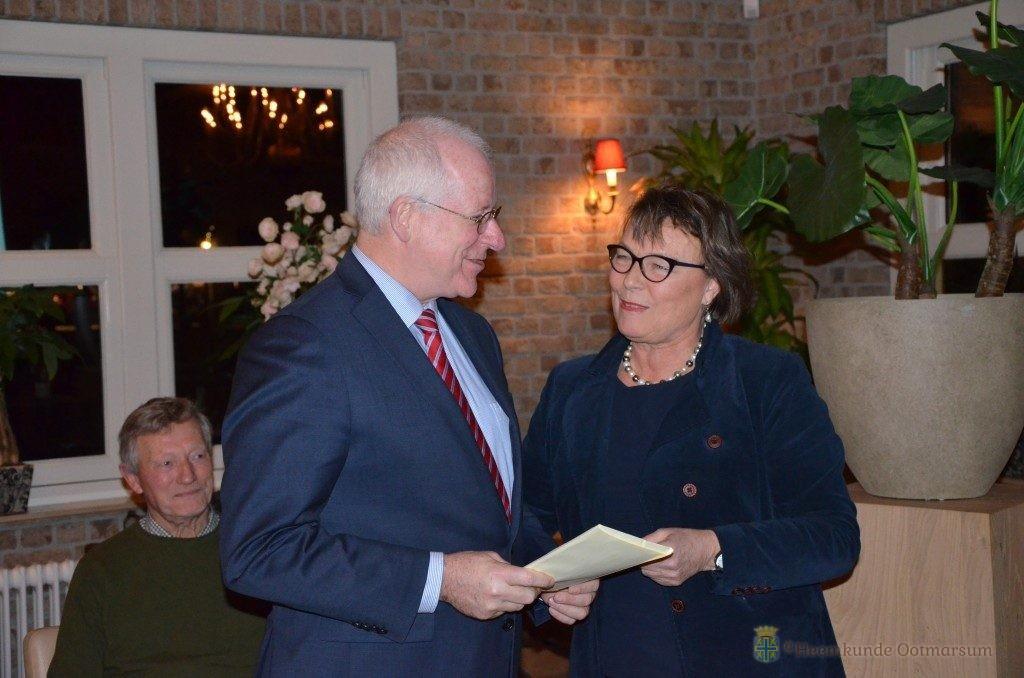Burgemeester John Joosten en voorzitter Nettie Aarnink