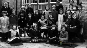 Klassenfoto meisjesschool 1930